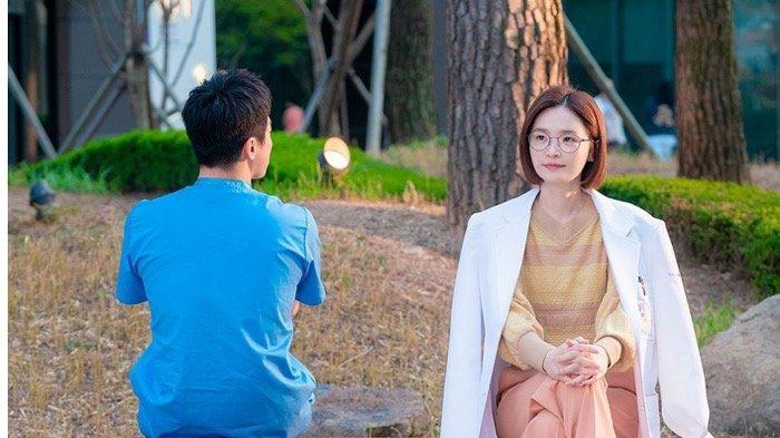 SINOPSIS Drama Korea Hospital Playlist 2 Episode 9: Terjawab! Cinta Pertama Song Hwa adalah Ik Jun