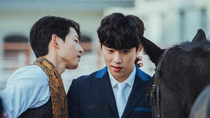 Kim Sung Cheol dan Song Joong Ki Geli Berperan Sebagai Pasangan di Vincenzo, Berkali-kali Ngakak