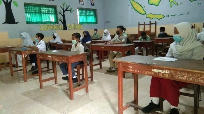 Siswa-Siswi SMP di Klaten Antusias Ikuti Uji Coba PTM Terbatas, Bahkan Ada yang datang Pakai Baju SD