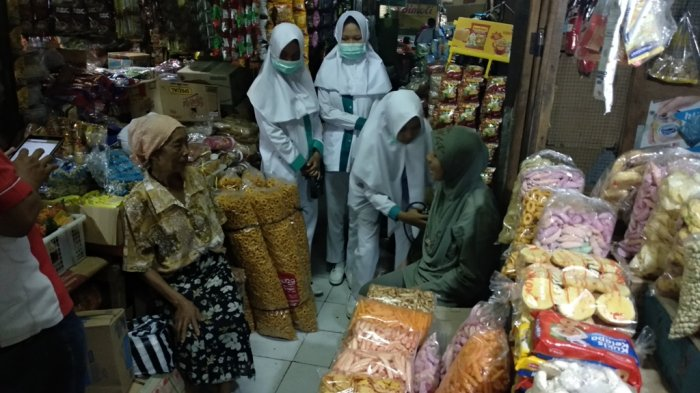 Rayakan Kelulusan, SMK Giri Handayani Gelar Tes Kesehatan Gratis di Pasar Argosari