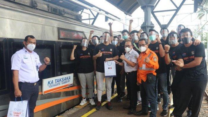 Uji Tanding ke Jakarta, Bima Perkasa Nikmati Perjalanan Menggunakan Kereta Api