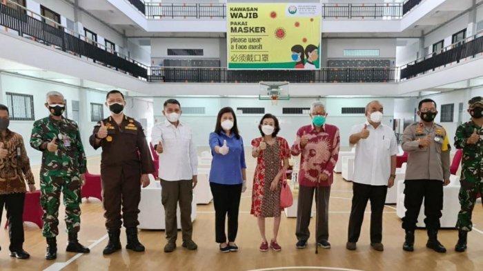 Pelajar di SMA Budi Utama Jalani Vaksinasi Covid-19