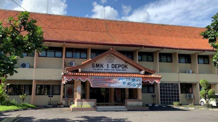 Tampak muka SMK Negeri 1 Depok yang bakal terdampak jalan tol Yogya-Solo. Foto diambil Rabu (24/3/2021)
