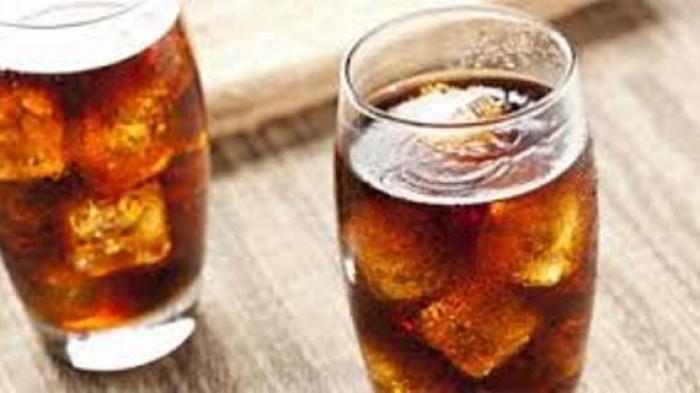 8 Efek Buruk Sering Minum Soda dan Soft Drink