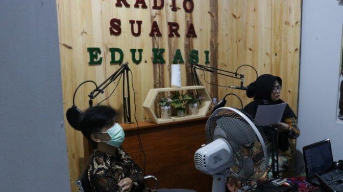 Solusi Kegiatan Belajardi Masa Pandemi, SD Muhammadiyah Penggung Kulon Progo Gunakan Radio