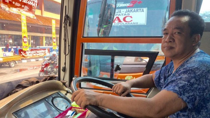 Jadi Sopir Benar-benar Penuh Pengorbanan, Bapak Ini Sampai 30 Tahun Berlebaran di Bus