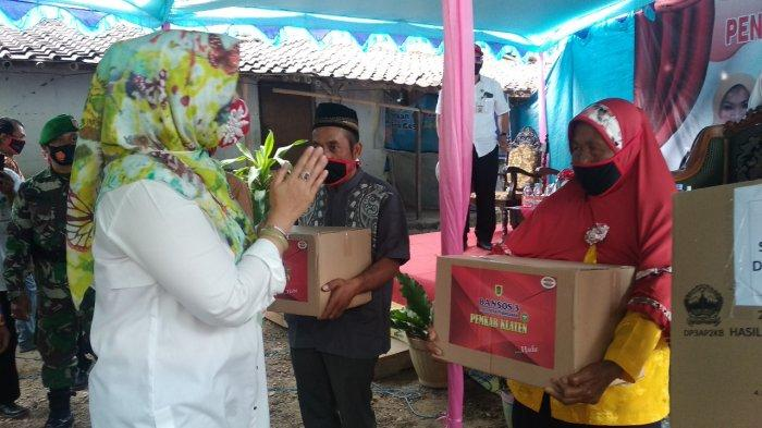 Sri Mulyani Serahkan JPS Sembako Tahap III untuk Warga Eks Kawedanan Jatinom, Klaten