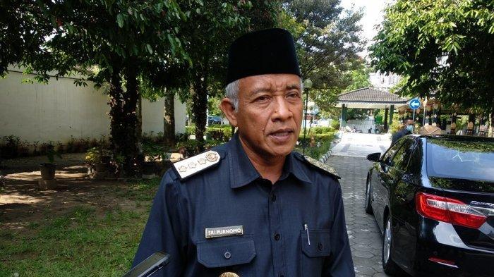 Bupati Sleman, Sri Purnomo memberikan keterangan terkait penetapan status tanggap darurat bencana Gunung Merapi dari 05 hingga 30 November di Kantor Dinas Bupati Sleman, Jumat (06/11/2020)