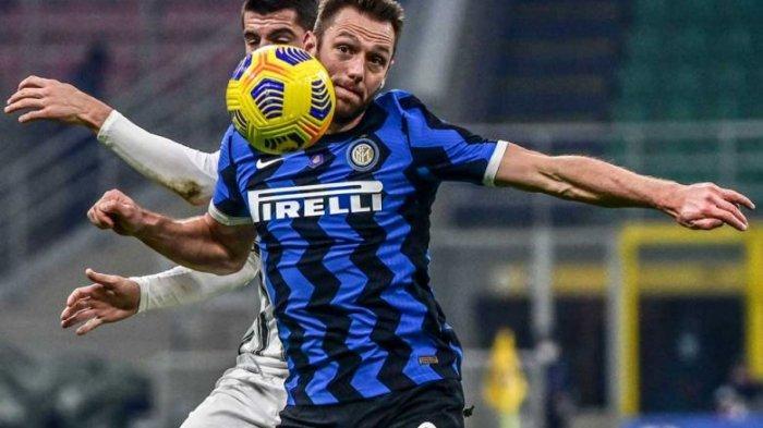 Stefan de Vrij dan Alvaro Morata di Liga Italia Serie A Italia Inter Milan vs Juventus