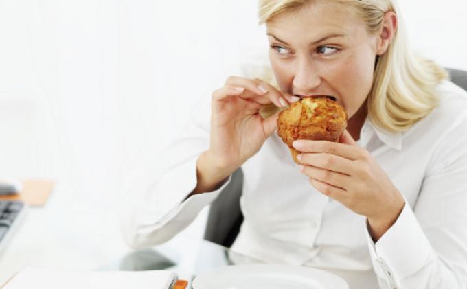 Bahaya Melarikan Diri dari Bosan dan Rasa Stres ke Makanan