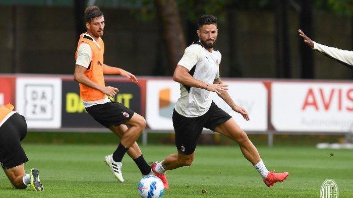Striker Olivier Giroud jalani latihan perdana bersama AC Milan di Milanello, Selasa (27/7/2021) waktu setempat