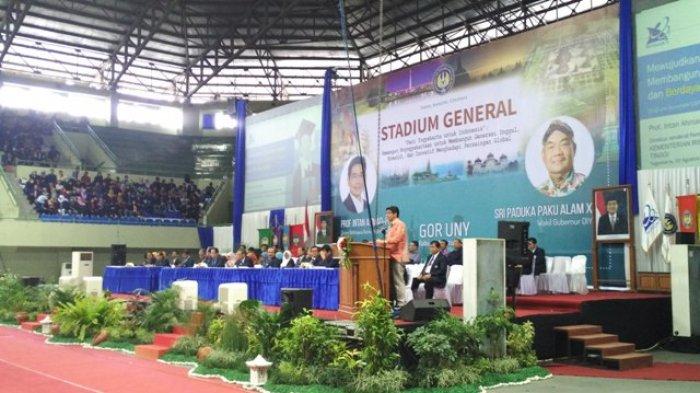 Ribuan Mahasiswa Baru UNY Ikuti Stadium General oleh Kemenristekdikti