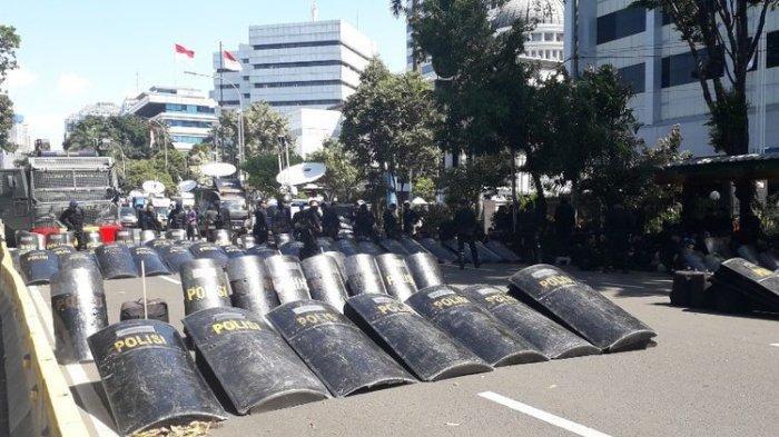 UPDATE - Jalan Medan Merdeka Barat Diblokade Jelang Kedatangan Prabowo ke MK