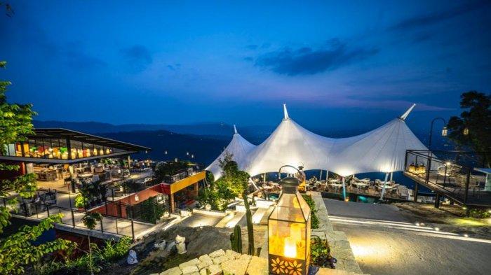 ObelixHills Sajikan Kenyamanan Menikmati Sunset View Yogyakarta dari Atas Bukit Batu Purba