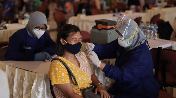 UGM Gelar Vaksinasi Massal Kepada Ribuan Dosen dan Tenaga Kependidikan Per Hari Ini