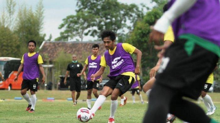 Dominico Savio Sheva Maresca Amavisca saat menjalani latihan dengan tim senior PSS Sleman.