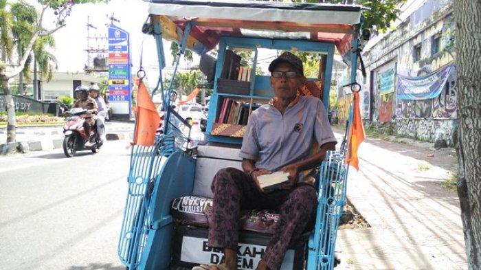 Inspiratif! Dukung Gerakan Membaca, Tukang Becak Ini Sulap Becaknya Jadi Perpustakaan Berjalan