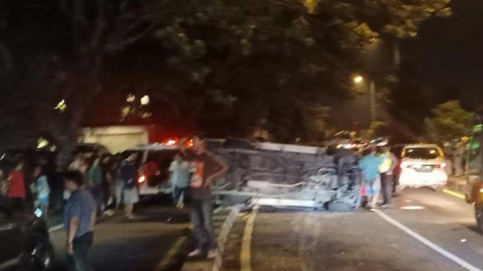 Tak Kuasai Medan Jalan, Mobil Isuzu Panther Terguling di Ringroad Selatan DI Yogyakarta