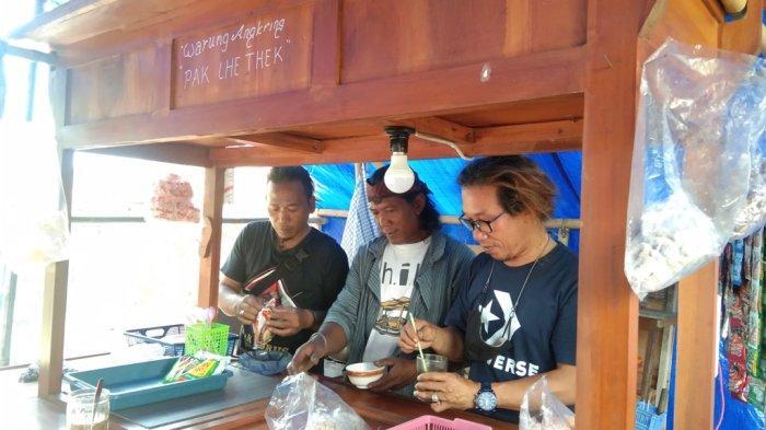 Tak Ada Job Manggung, Seniman di Klaten Terpaksa Banting Setir Jualan Angkringan