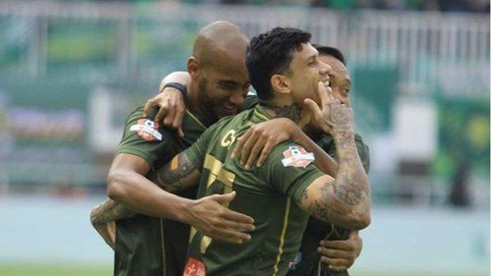 Para pemain Tira Persikabo merayakan gol mereka ke gawang Persija dalam lanjutan Liga 1 2019 di Pakansari, Bogor, 16 Juli 2019.