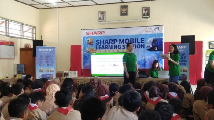 Tanamkan Kesadaran Jaga Lingkungan, SHARP Mobile Learning Station Sambangi SDN Gambiranom