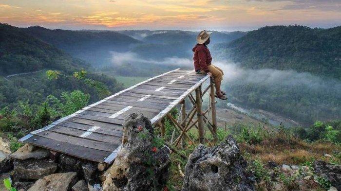 INFO Spot Foto, Tiket, dan Lokasi Wisata Tebing Watu Mabur