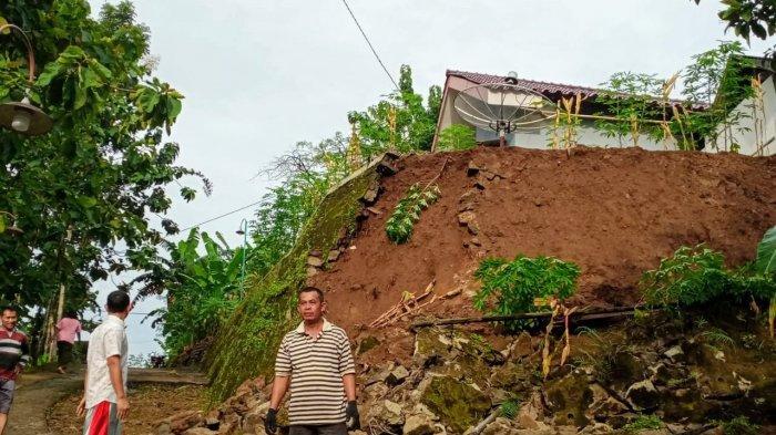 Tebing yang longsor pada Sabtu (30/01/2021) dini hari di Kalurahan Kedungpoh, Nglipar, Gunungkidul.