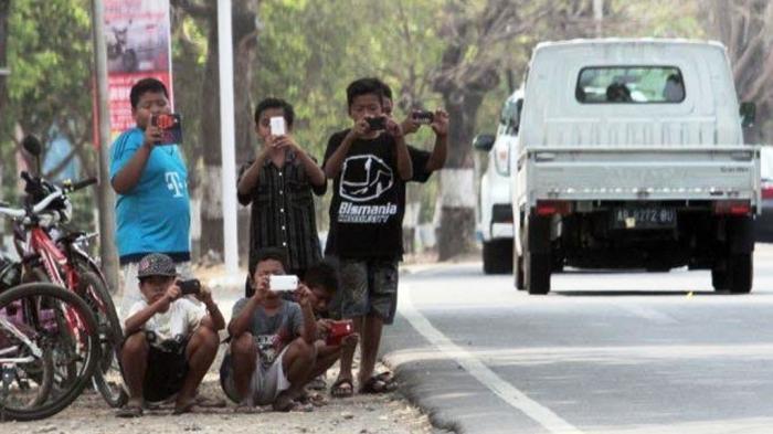 Jamaah Haji Asal Indonesia Beli Klakson 'Om Telolet Om' di Arab Saudi