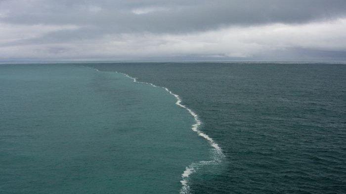 Tempat-tempat Menakjubkan Bertemunya Dua Arus Laut yang Berbeda