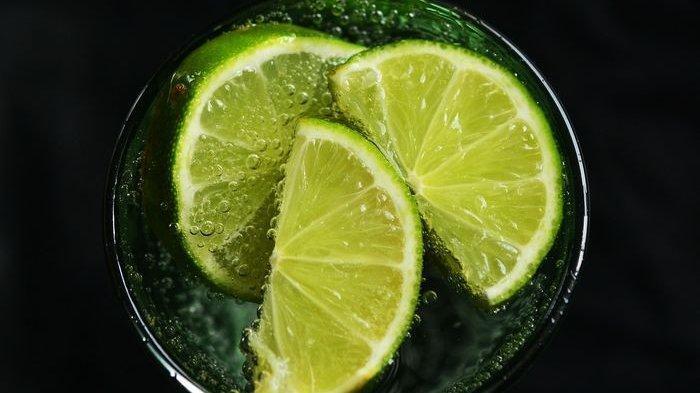 Lesu Saat Beraktifitas? Minumlah Air Jeruk Nipis atau Lemon, Temukan Segudang Manfaat Berikut Ini