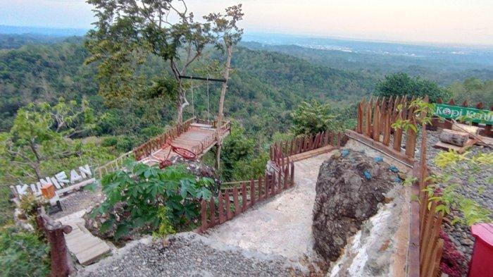Pengelola Wisata Gunung Kuniran Kulon Progo Kibarkan Bendera Putih