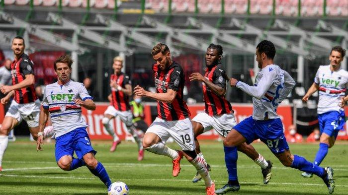 Theo Hernandez dan Adrien Silva di Liga Italia bola Serie A AC Milan vs Sampdoria pada 3 April 2021 di stadion San Siro di Milan.