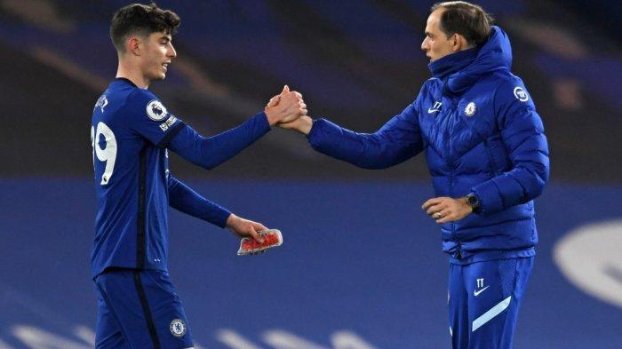 Thomas Tuchel mengucapkan selamat kepada Kai Havertz setelah Liga Inggris Chelsea vs Everton di Stamford Bridge di London pada 8 Maret 2021. Chelsea memenangkan pertandingan 2-0.