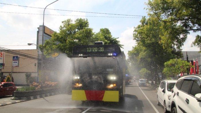 Tim Gabungan Imbau Warga Klaten Patuhi Prokes COVID-19 dan Semprot Disinfektan di Jalanan