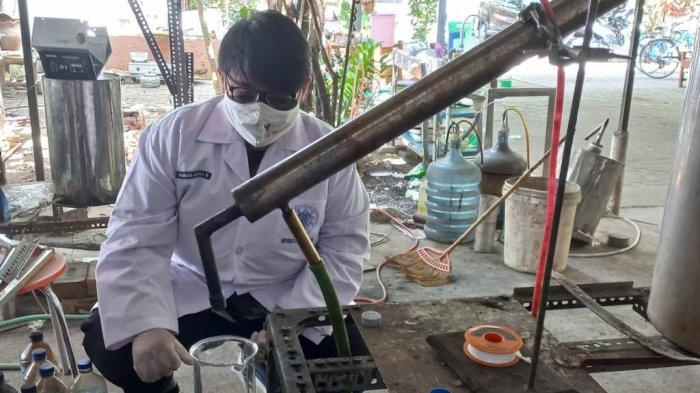 Tim Mahasiswa UGM Ubah Limbah Sarung Tangan Lateks Jadi Bahan Bakar Diesel