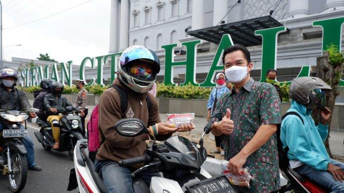 Cegah Penyebaran Covid-19, Sleman City Hall Bagikan Masker dan Hand Sanitizer