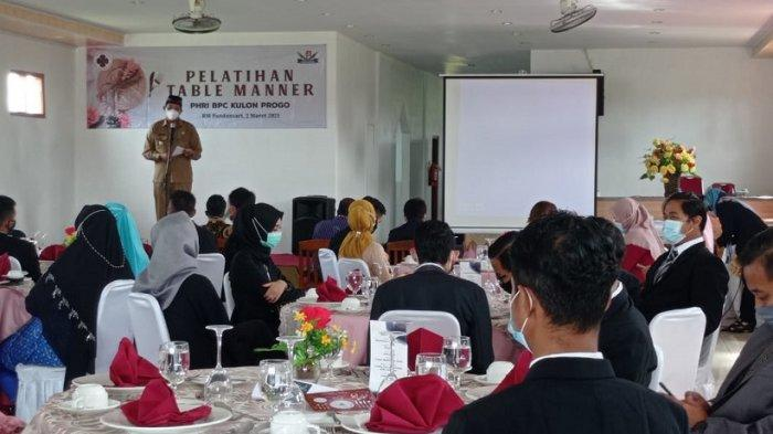 Tingkatkan Kompetensi, Sejumlah Pelaku Pariwisata di Kulon Progo Ikuti Pelatihan Table Manner