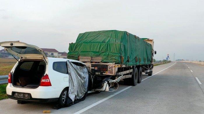 Awas, Hal Hal Berikut Bisa Menjadi Penyebab Utama Pengemudi Mobil Menabrak Bagian Belakang Truk