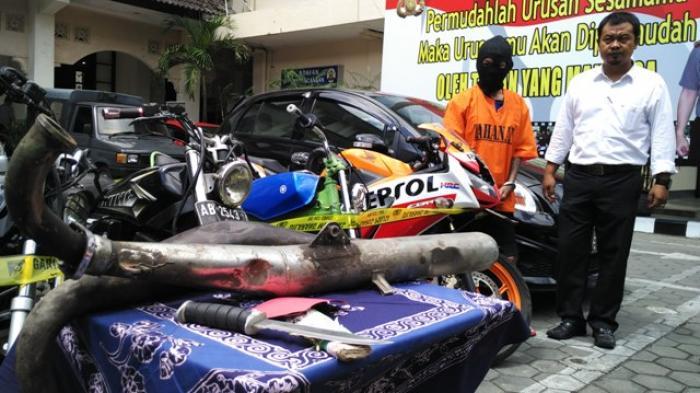 REALTIME NEWS : Polresta Yogyakarta Tangkap Seorang Pemuda saat Lakukan Pengaman Motor fan Sajam