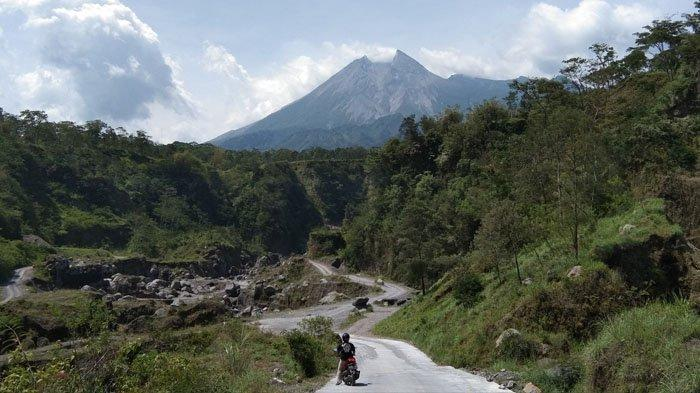 Vlog Berujung Maut, Wisatawan Jatuh ke Jurang Tak Jauh dari Puncak Gunung Merapi