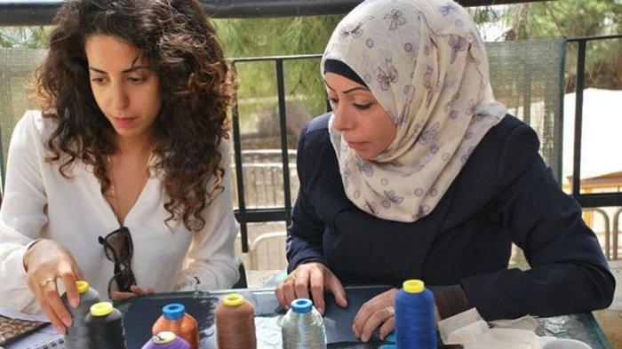 Wanita Palestina dan Israel Berkolaborasi Buat Merek Fashion 'Two Neighbor'