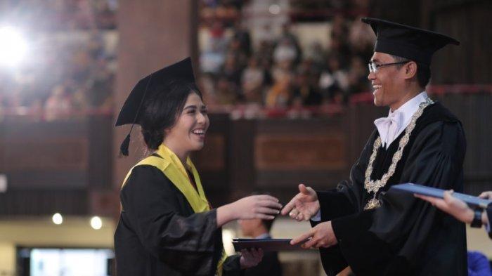 UGM Mewisuda 1.912 Lulusan Sarjana dan Diploma
