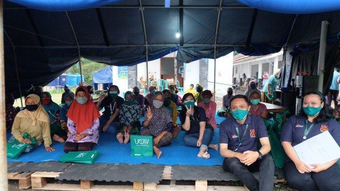 UKDW Peduli Bagikan Masker dan Hand Sanitizer untuk Pengungsi Merapi
