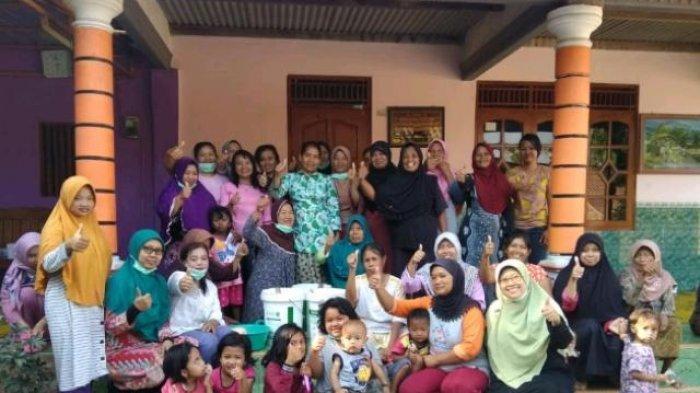 UMS Kolaborasi dengan UNS dan USB Gelar Pengabdian di Klaten, Latih Ibu-Ibu Bikin Sabun Cair