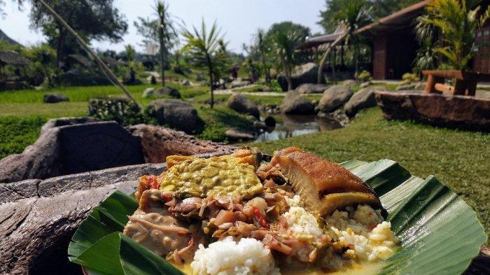 Uniknya Sego Penggel Khas Kebumen di Watoe Gajah