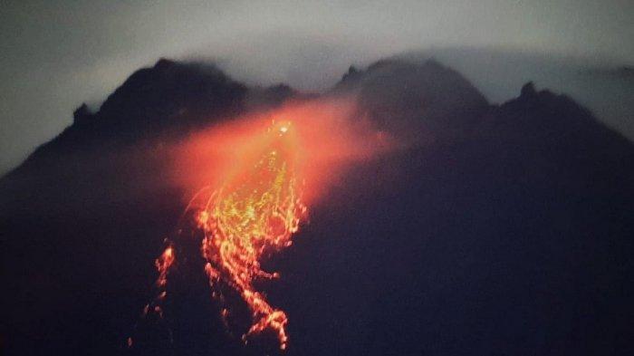 Update Gunung Merapi : Guguran Lava Pijar Diperkirakan 500 M ke Arah Barat Daya