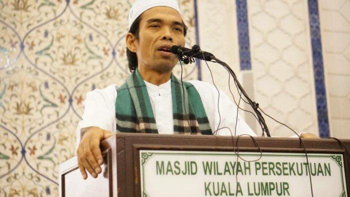 Santun dan Bersahaja, Begini Gaya Ustaz Abdul Somad Saat Berswafoto Bareng Anak Muda