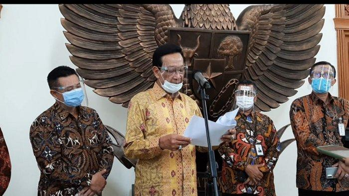 Sri Sultan Hamengku Buwono menggelar jumpa pers di Gedhong Pracimasono Senin (4/1/2021)
