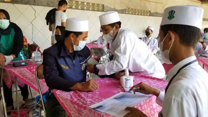 Sejumlah Kyai dan Santri di Kulon Progo Jalani Vaksinasi Covid-19