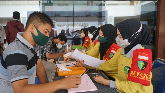 PLN bersama dengan RS Bhayangkara Semarang kembali melanjutkan pemberian vaksin kepada 1.000 pegawai dan alih di lingkungan unit induk PLN dan anak perusahaan
